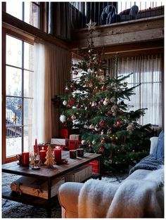 Christmas at the chalet by Zara Home - PLANETE DECO a homes world - Trend Christmas Decorating Holiday 2019 Christmas Wonderland, Cosy Christmas, Christmas Feeling, Beautiful Christmas, Christmas Time, Zara Home Christmas, Simple Christmas, Christmas Nails, Christmas Crafts