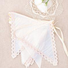 Banderin para bodas de tela color crema - provenzal