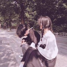 -A 17 years old girl who just wants a simple life, but her life becam… Couple Ulzzang, Ulzzang Girl, Cute Couples Goals, Couple Goals, Korean Best Friends, Korean Couple, Avatar Couple, Couple Aesthetic, Cute Korean
