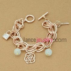 Trendy gold filled chain link bracelet with hollow flower decoration