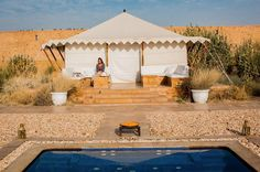 The weekend is here! Luxury camping in the desert anyone? SUJÁN at The Serai Jaisalmer @relaischateaux @sujanluxury by @nanda_haensel by sujanluxury