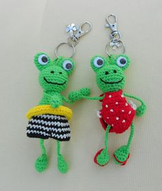 New crochet pattern of 2 frogs with swimming suits.