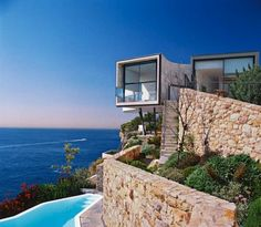 Holman House - perched on the edge of a 230-foot cliff in Australia.