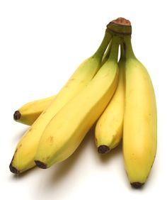 Conhecida por, praticamente, todos os brasileiros, a banana exerce o seu reinado de fruta mais popular do país. Além de, geralmente, apresentar um preço extremamente acessível a qualquer camada da população, o preço baixo contribui para que qualquer pessoa possa introduzir a banana na sua dieta, essa fruta possui um sabor muito agradável e uma estrutura composta por substâncias que vêm a calhar ao organismo.