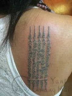 Sak Yant (Thai Tattoo) Designs and Meanings with images African Tribal Tattoos, Hawaiian Tribal Tattoos, Samoan Tribal Tattoos, Symbols And Meanings, Tattoo Designs And Meanings, Tattoos With Meaning, Traditional Thai Tattoo, Muay Thai Tattoo, Sak Yant Tattoo