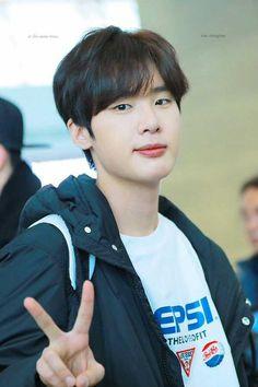 Teen Web, Kim Song, Korean Drama List, Handsome Korean Actors, Dong Hae, Korean People, Cute Korean Boys, Seo Joon, Kdrama Actors