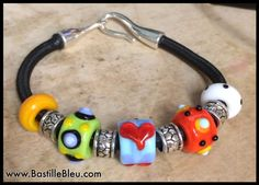 Beaded Bungee Slider Bracelet (Brights) - BBL Handcrafted Lampwork Glass Beads SRA Metal Jewelry, Diy Jewelry, Bangle Bracelets, Bangles, Bungee Cord, Lampworking, Duck Tape, Lampwork Beads, Keychains