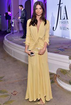 Emily Ratajkowski recibe el premio a la mejor modelo del año y estas razones lo justifican