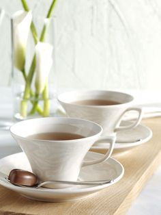 This coffee cup belongs to Vanilja tableware series and pairs perfectly with Vanilja saucer. Designed by Anu Pentik, delicious and rich-in-style Vanilja series makes a fantastic collector's item that brings vanilla to everyday life and festive occasions!