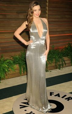 Miranda Kerr in a plunging silver gown at the 2014 Vanity Fair Oscars Party Silver Gown, Vanity Fair Oscar Party, Mademoiselle, Gold Dress, Satin Dresses, Bikini Models, Evening Dresses, Fashion Show, Glamour