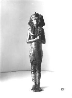 Ushebti de Tutankhamon  Clasificación: Burton Photo. No. P1212  Fotografía: Harry Burton, 1922.  Griffith Institute, Ashmolean Museum, Oxford.