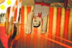"""""""PREMIOS CREACIONES DEL CIRCO ARAGONÉS"""" realizado por DUCTUS ESTUDIO y LA CARTONERÍA.  Los trofeos son cuatro libros POP UP con carpa de circo, equilibrista y malabarista en monociclo."""