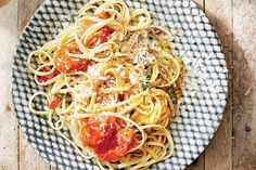 Linguine with Burst Tomatoes and Chiles / Christopher Testani