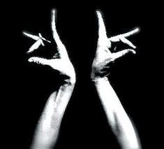 Spanish Dancer, Spanish Art, Tanz Poster, Gypsy Eyes, Wolf Eyes, Dance Movement, Chiaroscuro, Hand Art, Dance Photography
