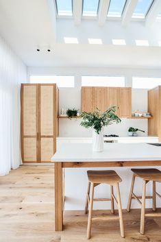 Boho coastal kitchen designs: 20 of the best boho kitchen ideas Home Decor Kitchen, Kitchen Interior, Home Kitchens, Coastal Interior, Boho Kitchen, Kitchen Ideas, Kitchen Designs, Coastal Kitchens, Kitchen Modern