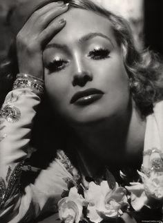 The timeless beautiful Joan Crawford!