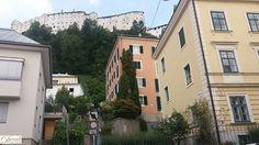 Erreichbar ist das Stift Nonnberg von der Salzburger Altstadt über den Kapitelplatz und die Festungsgasse oder über die Nonnbergstiege von der Kaigasse.