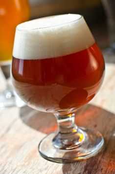 """""""Roggen"""" German Rye Beer A Roggenbier is a traditional German rye beer, usually full-bodied and with delicious spicy rye notes Brewing Recipes, Homebrew Recipes, Summer Beer Recipes, Brew Your Own Beer, Brewing Equipment, Home Brewing Beer, Brew Pub, How To Make Beer, Best Beer"""