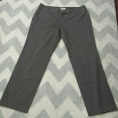 Gray Strech Ann Taylor pants Ann Taylor  Loft gray pants are Pre-owned. No stain or rip. Ann Taylor Pants Trousers