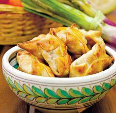 Pacheţele chinezeşti - Retete culinare - Romanesti si din Bucataria internationala Snack Recipes, Snacks, Curry, Chips, Food, Banana, Snack Mix Recipes, Appetizer Recipes, Appetizers