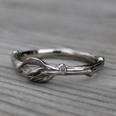 twig and leaf wedding ring | rustic wedding rings by Kristin Coffin Jewelry http://emmalinebride.com/rustic/wedding-rings/