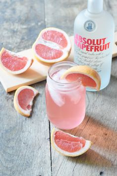 Swedish Paloma Grapefruit Cocktail - CommuniKait Swedish Paloma Grapefruit Cocktail - An ideal summer cocktail with equal parts citrus and tart, pairs nicely with warm breezes and sunshine! Low Carb Cocktails, Beste Cocktails, Easy Summer Cocktails, Cocktail Drinks, Paloma Cocktail, Alcoholic Drinks, Pink Cocktails, Refreshing Cocktails, Beverages