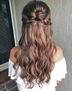 Penteados semipresos: 80 ideias lindas e tutoriais para fazer sozinha Easy Hairstyles For Long Hair, Long Curly Hair, Formal Hairstyles, Bride Hairstyles, Curly Hair Styles, Pretty Hairstyles, Homecoming Hairstyles Down, Hairstyle Ideas, Dance Hairstyles