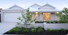 9 Vivid Cool Tips: Fence Plants Hanging modern fence front yard.Modern Fence Front Yard how to build a metal fence. Interior Exterior, Exterior Colors, Exterior Design, Facade Design, Hamptons Style Homes, The Hamptons, Style At Home, Front Yard Fence, Low Fence