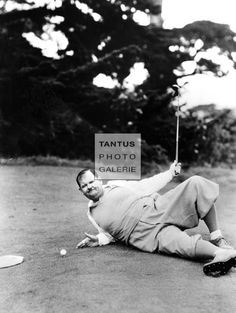 Oliver Hardy gags it up on the golf course, 1931 Golf Player, Pause, Celebrity Photos, Fun Things, Golf Courses, Celebrities, Sports, Painting, Hamburg