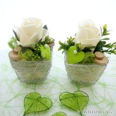 Tischgestecke Tischdeko für Hochzeit zum selber machen mit Rosen grün weiß in silberne Körbchen