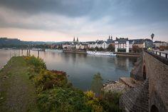 Koblenz Rheinland Pfalz Altstadt Alte Burg Balduinbrücke Mosel Schiff