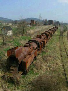 Bildergebnis für Pics of Abandoned Steam Locomotives Abandoned Train, Abandoned Buildings, Abandoned Houses, Abandoned Places, Abandoned Vehicles, Rust In Peace, Old Trains, Jolie Photo, Steam Engine