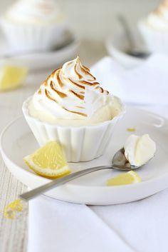 Citroenmousse met meringue Cold Desserts, Lemon Desserts, Dessert Drinks, Healthy Dessert Recipes, No Bake Desserts, Just Desserts, Delicious Desserts, Cake Recipes, Sweet Recipes