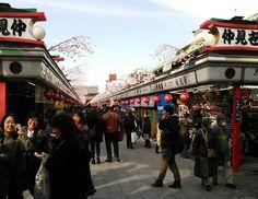 A Guide to Asakusa's Popular Souvenir Street - Nakamise dōri
