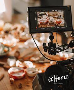 Mahlzeit!  Noch keine Idee was du heute Mittag essen sollst? Gähnende Leere im Kühlschrank und du möchtest lieber zuhause bleiben? Wir haben auf unserem Blog @ HOME jede Menge Tipps für alle #viennacreatives gesammelt. Schaut doch mal vorbei!  #alleswirdgut #staythefuckhome Instagram, Blog, Meal, Tips, Essen, Blogging