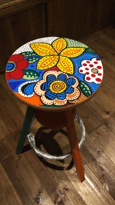 Ideas art deco furniture chair paintings for 2019 Art Furniture, Funky Furniture, Furniture Makeover, Furniture Dolly, Whimsical Painted Furniture, Hand Painted Furniture, Painted Stools, Mosaic Art, Painting On Wood