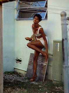 Steven Meisel fotos para a Vogue Italia em 1989 com a modelo e ícone Linda Evangelista.