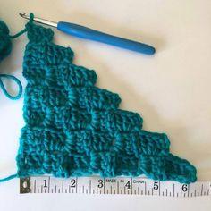 How to Corner to Corner Crochet for Beginners Crochet C2c, Crochet Crowd, Crochet Dishcloths, Tapestry Crochet, Crochet Videos, Crochet For Kids, Crochet Classes, Crochet Projects, Crochet Tutorials