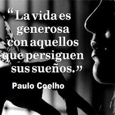 """""""La vida es generosa con aquellos que persiguen sus sueños."""" #PauloCoelho #Citas #Frases @Candidman"""