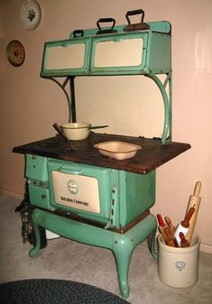 old stove xoxo.i learned to cook on stove like this in the late early . Wood Burning Cook Stove, Wood Stove Cooking, Kitchen Stove, Old Kitchen, Vintage Kitchen, 1930s Kitchen, How To Antique Wood, Old Wood, Vintage Wood