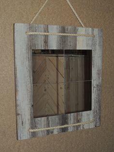 Met een plakspiegel, wat oud pallethout en touw kun je je eigen spiegel maken zoals jij hem graag wilt.Afmeting 50 bij 45 cm.