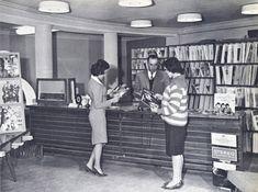 Tiendas de discos, faldas de tubo y mucho Rock 'n' roll, pero sin bombas. Kabul en la década de 1950