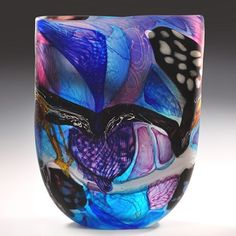 Art-Glass Vessel by artist Noel Hart at the Pismo Fine Glass Gallery(pismoglass.com)<3<3<3<3