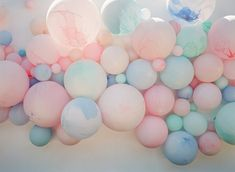 Cotton Candy Anniversary Party from Twine Events 2019 Marble balloons as dart targets for a playful party! The post Cotton Candy Anniversary Party from Twine Events 2019 appeared first on Cotton Diy. Cotton Candy Party, Cotton Candy Sky, Cotton Anniversary, Anniversary Parties, Wedding Anniversary, Pastell Party, Marble Balloons, Candy Themed Party, Candy Decorations