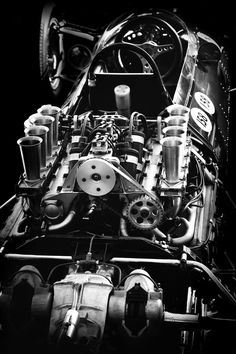 Mechanics - old racing car, this is cool!