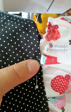 Mundo Encantado da Miih: PAP - Touca Cozinheiro Hat Patterns To Sew, Funky Design, Diy Crafts To Sell, Animals And Pets, Needlework, Sunglasses Case, Projects To Try, Coin Purse, Patches