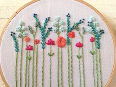 Reservado para Vicki bordado moderno Aqua y Coral flores