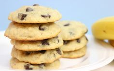 Chocolate chip cookies bring up warm memories for many people. They are simple, homey and full of deep flavor. Banana Chocolate Chip Cookies, Melting Chocolate Chips, Fat Foods, Paleo Treats, Cookies Ingredients, Yummy Cookies, Delicious Desserts, Favorite Recipes, Snacks