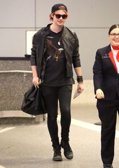 Michael Clifford Sydney Airport Sashay - http://oceanup.com/2015/02/02/michael-clifford-sydney-airport-sashay/