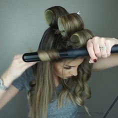 How to add volume to your hair! meghan_mua If you liked this pin, click now for more details. Short Hairstyles Fine, Curled Hairstyles, Pretty Hairstyles, Curls For Long Hair, Curly Hair, Hair Curling Tutorial, Wand Curls, Hair Hacks, Hair Tips